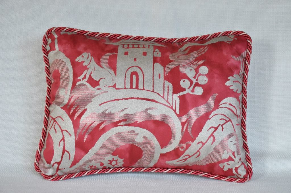 Cojín nº51 tejido veneciano y terciopelo con cordón. Medidas. 22x32 cm